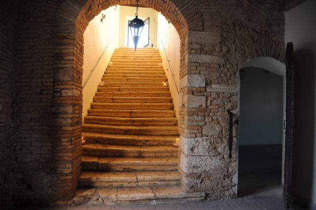 location per matrimoni Abbazia di Sant'Andrea scala interna